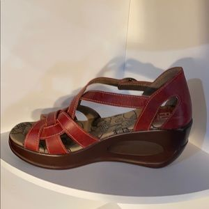 LN Fly London red leather wedge sandals